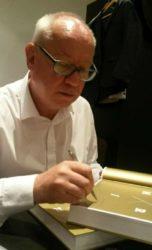 Libor Hovorka podepsal zájemcům svou knihu Primky