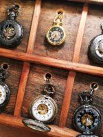 Kapesní hodinky s vyobrazením orloje