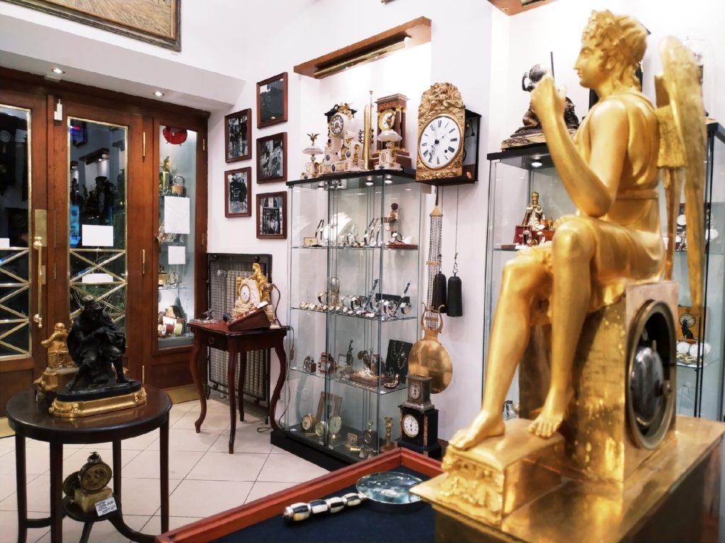 Starožitné francouzské figurální hodiny v Clock Gallery v Praze
